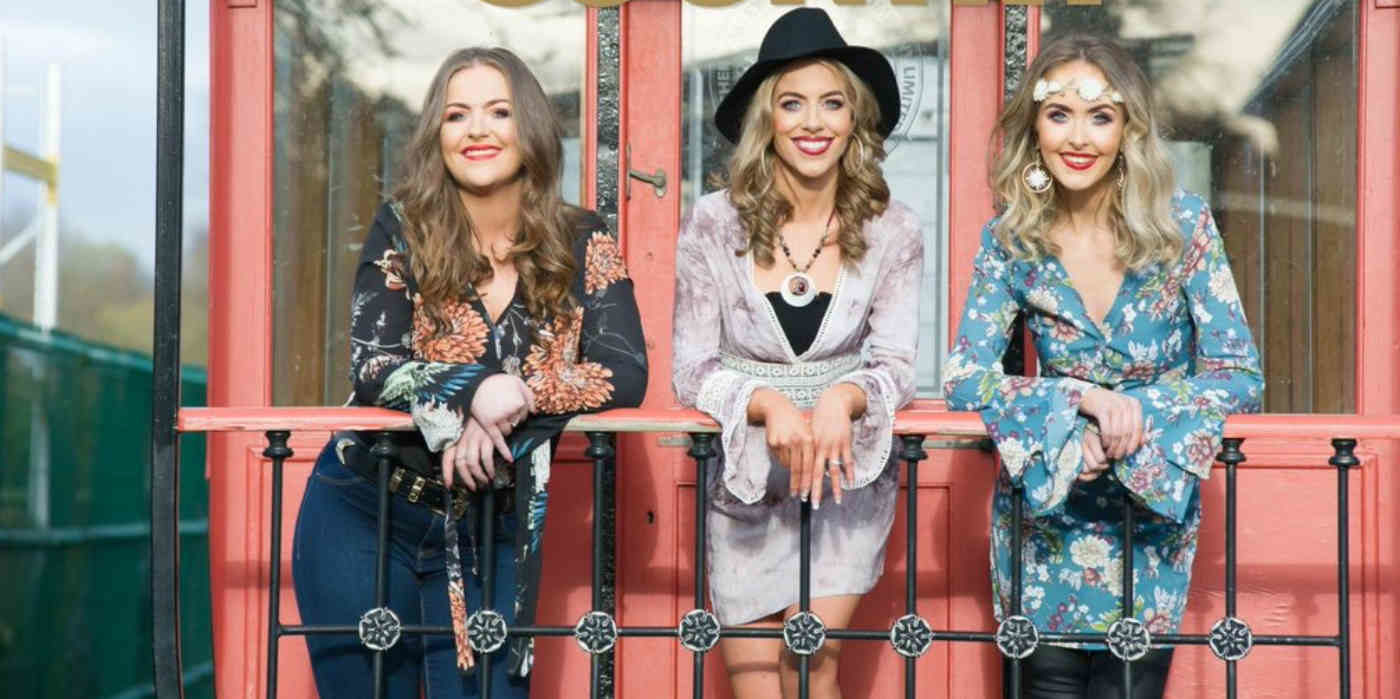 Photo of the Ward Sisters country singers